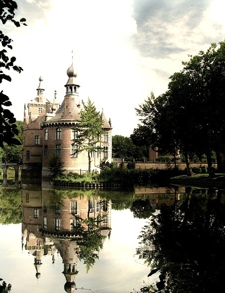 by Johnny Cooman on Flickr.Ooidonk Castle is a castle in the city of Deinze, East Flanders, Belgium.
