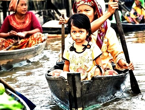 by volanthevist on Flickr.Young girl and her mother in a floating market, Kalimantan, Indonesia.